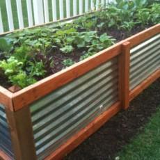 Hochbeet als Stauraum für Gartenabfälle